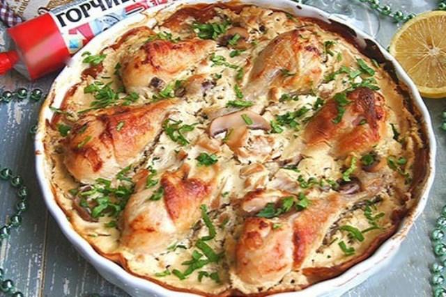 Куриные голени в сметанно-горчичном соусе нашла в старом блокноте с рецептами, которые записывала еще учась в Университете. Блюдо стало фаворитом в нашей семье. Рекомендую.