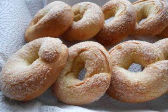 Сахарные колечки на кефире, приготовленные по бабушкиному рецепту!