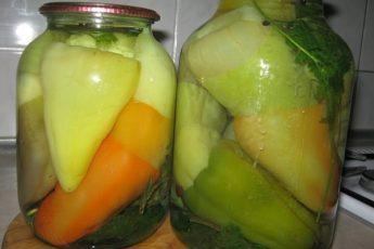 Фаршированный перец на зиму, с морковью и капустой
