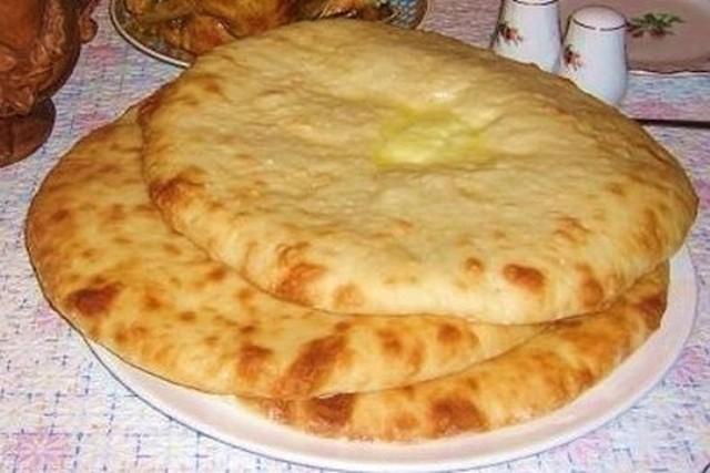С этим рецептом забудете, что такое хлеб! Осетинский пирог: вкусно и быстро. Такими пирогами частенько баловала меня бабушка, пекла их каждую неделю. Как же сложно было дождаться, пока они хоть немного остынут…