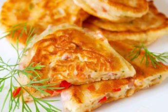 Завтрак-фурор: оладьи со вкуcoм пиццы!